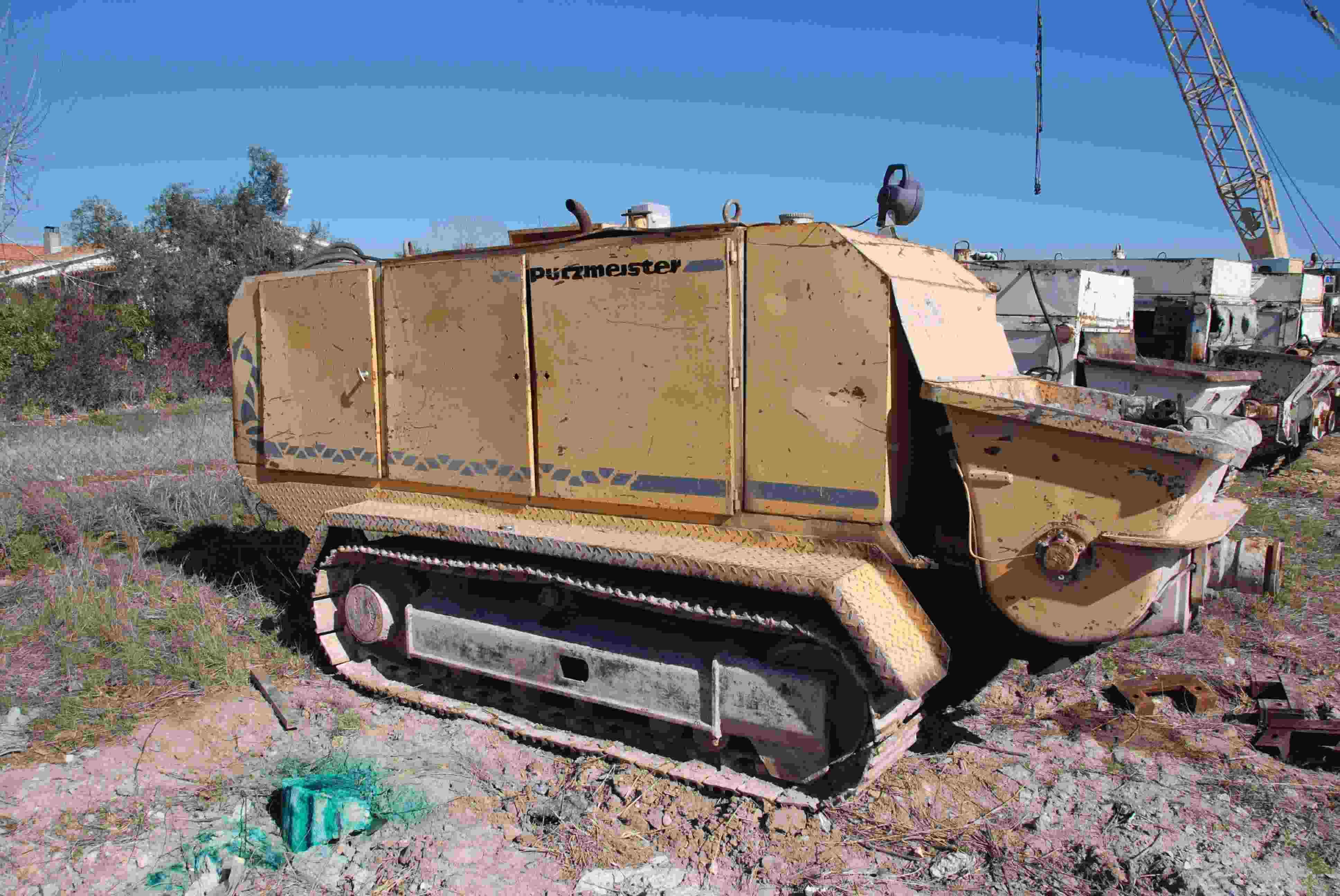 Crawler mounted for CFA piling. 50 m3/h.