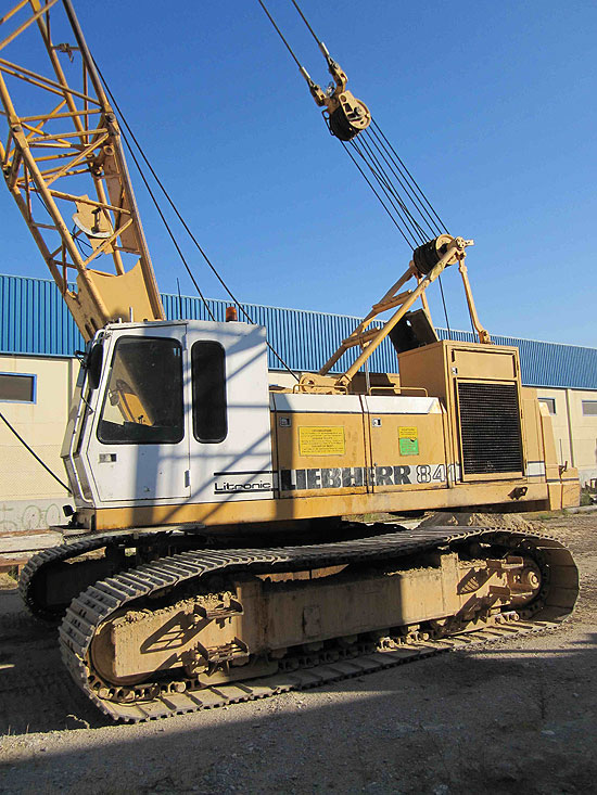 Used Liebherr HS841HD (year 1988) for rent and sale. used crawler rope excavators with high line pull for rent or sale