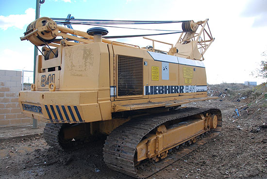 Used Liebherr HS841HD  (year 1991) for rent and sale. used crawler rope excavators with high line pull for rent or sale