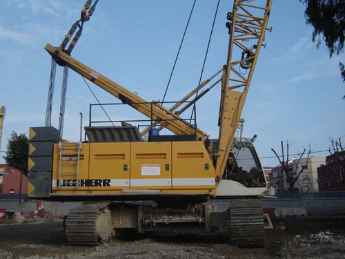 Used Liebherr HS855HD, 2007 for rent and sale. used crawler rope excavators with high line pull for rent or sale