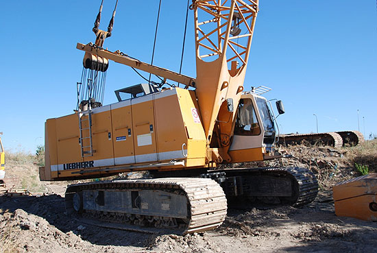 Used Liebherr HS873HD (2002) for rent and sale. Used crawler rope excavators with high line pull for rent or sale