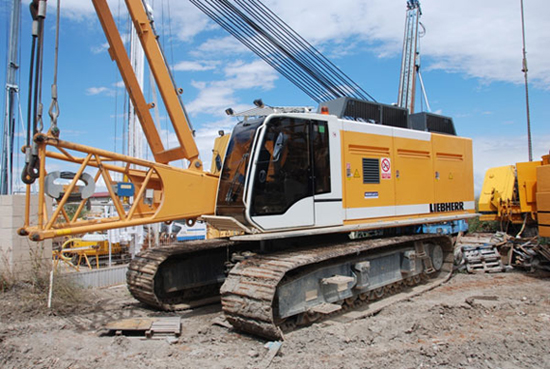 Used Liebherr HS875HD (2007) for rent and sale. Used crawler rope excavators with high line pull for rent or sale