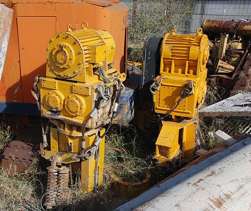 Second hand TOMEN VM2-5000 (Vibratory Hammer)  pile driver equipment. Used engineering foundation equipment worldwide