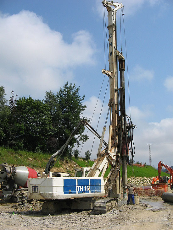 Second hand CMV TH 16 pile rig machine. Used engineering foundation equipment for piling rigs for large diameter boring