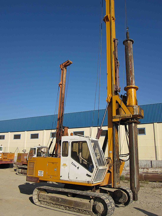 Second hand Trivesoil Trive 4 pile rig machine. Used engineering foundation equipment for piling rigs for large diameter boring